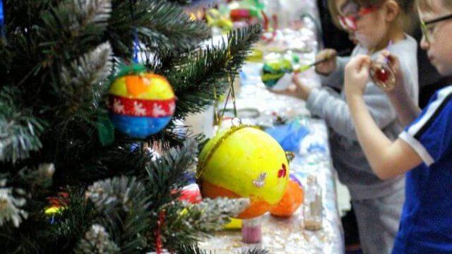 Teatr-Katarynka-Świąteczne-Warsztaty-Robienia-Tworzenia-Ozdób-Choinkowych-(11)